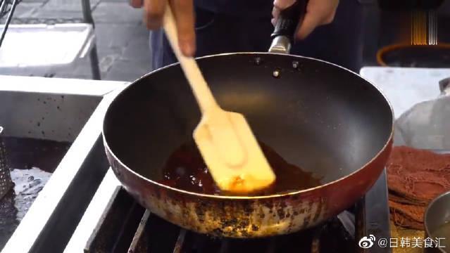 台湾街头小吃:韩国炸鸡110台币一小盒……
