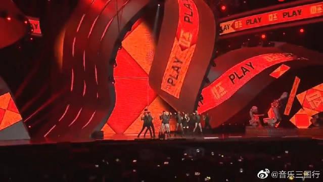 蔡依林把韩国颁奖典礼唱成了演唱会太霸气!