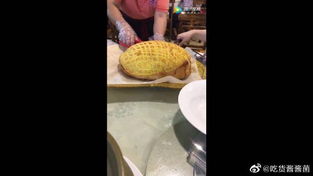 超大菠萝包,内藏玄鸡!切开之后那叫一个香!