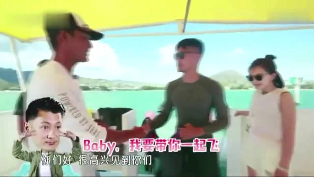 余文乐挑战水上喷气机~ 周冬雨直接化身小助理……