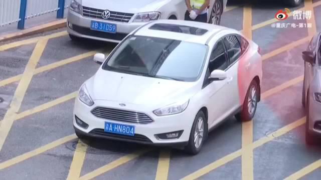 重庆市民请注意!观音桥商圈违章停车 大喇叭会招呼你