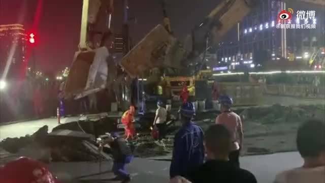 杭州地铁六号线工地附近路面沉降 地铁集团:无人受伤