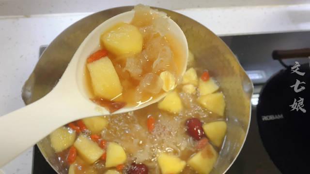 小时候可爱吃煮苹果了 银耳苹果汤,软软糯糯……