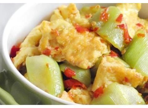 家常菜推荐:剁椒丝瓜炒蛋,茶树菇烧豆腐,茄子焖面,叉烧茄子