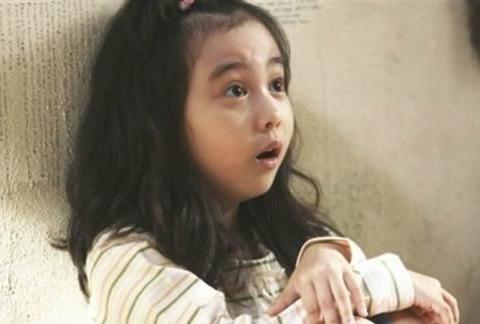 韩电影《7号房》童星葛素媛暴风成长 14岁精致五官宛如洋娃娃