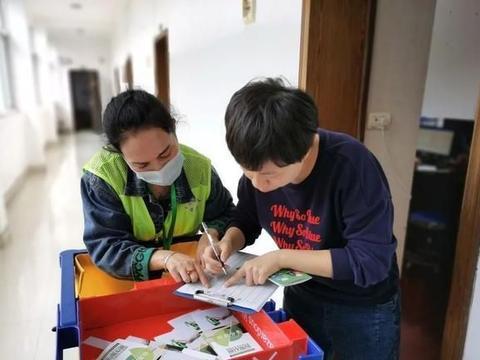 """引领垃圾分类新风尚 蔡甸街办事处多了""""巡楼""""督导员"""