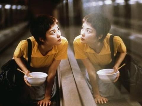 王家卫拍《重庆森林2020》!26年后续集背景从香港变内地失神韵?