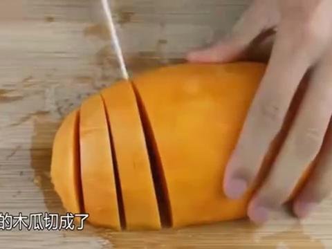 国家一级厨师厨艺有多恐怖?8块钱的木瓜,切成了108块的样子