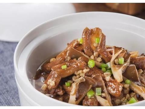麦香鹅掌野菌,炭炉黄牛骨,祥瑞献宝,薏米炒鸽松,?鸡酱鱼米