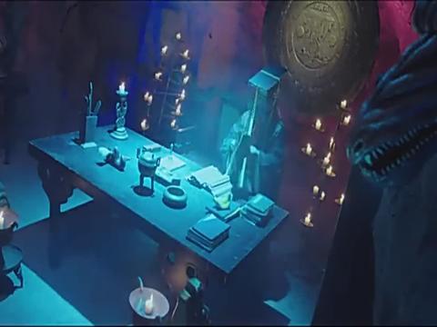 阎王爷摇动铃铛,地面突然出现一道光柱,竟把判官传唤来了
