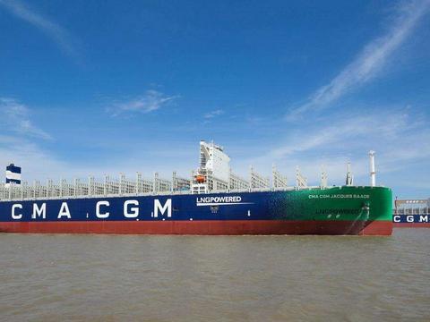 我国造船业完成又一巅峰,全球首创双燃料动力,比福特级航母还长