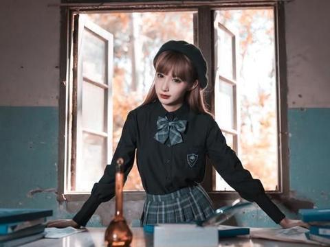 穿JK制服的少女,成为黑暗药剂师,研究出让你对我一见钟情的药剂