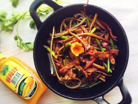 茶树菇最受欢迎的做法,我隔三差五就给家人吃,开胃又下饭