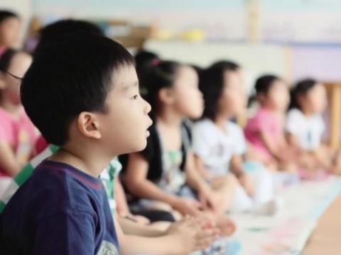 公立和私立幼儿园有啥区别?过来人直言:上二年级后差距明显
