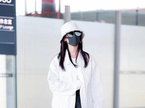 袁冰妍的初秋搭配,清爽又舒适,上长下短的搭配风格时尚潮流