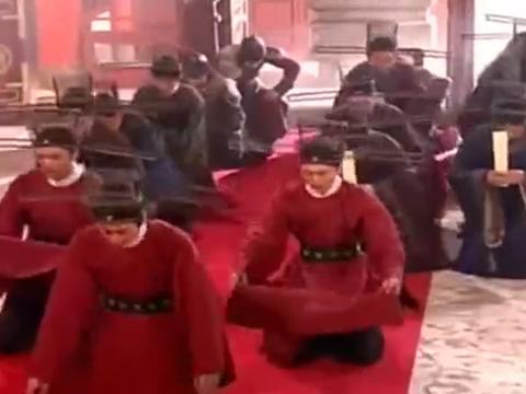金科状元出了两个,皇帝让二人徒手搏斗,谁打赢了状元就是谁的!