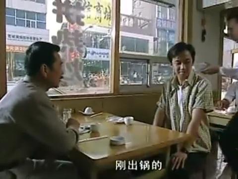 大叔故地重游,最爱吃的还是传统小吃水豆腐,不料老店主已经过世