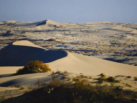 强如宁浩,也只拍出了西北无人区百分之一的美