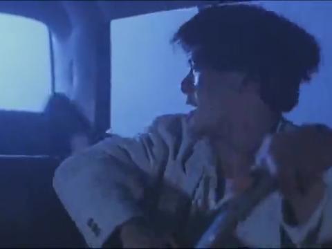 英雄本色3;周润发枪战翻车,惊险逼停敌车,两腿之间凉飕飕