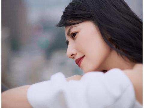 高圆圆,依旧还是那个回眸一笑百媚生的女神,岁月总是眷顾美人
