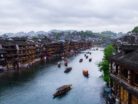 湘西之旅:在凤凰古城中闲逛漫步,寻找我心中失落的那个《边城》