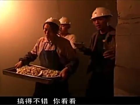 包工头请甲方在工地吃饭,嘱咐厨娘做鸡鸭鱼肉,不料上桌全是饺子