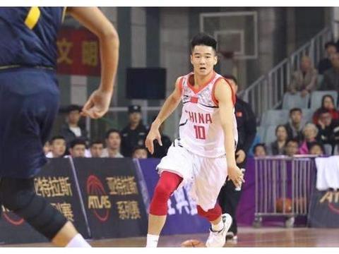 面对国家队球员也不怵!深圳潜力新秀敢于挑战广东队,获名记称赞