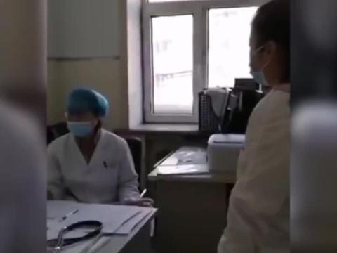 哈尔滨4所学校共240名学生疑似食物中毒 涉事学校午餐留样已送检