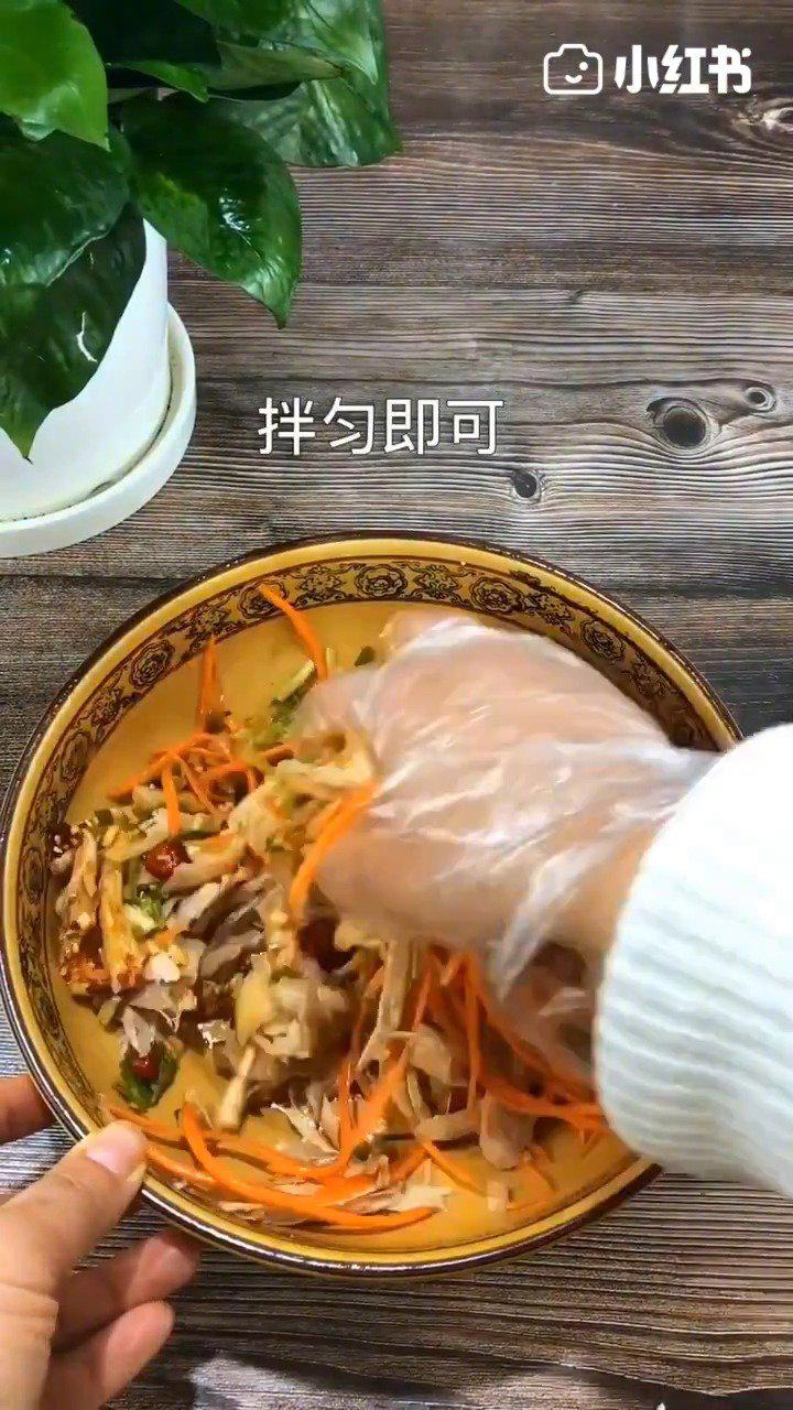 凉拌手撕鸡的简单做法,一看就会!让人垂涎三尺,一盘不够吃!