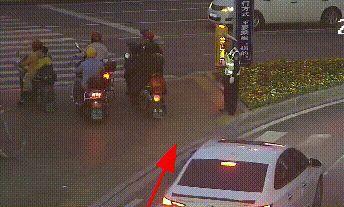 吉安县两名学生拾金不昧,交警和失主向你们隔空喊话!
