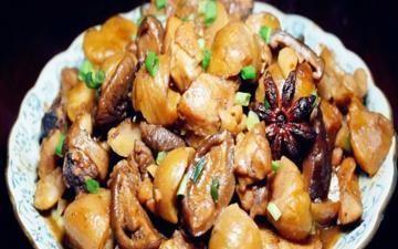 花菇栗子焖鸡翅,香甜软糯营养价值高,馋死人的秋季经典大菜