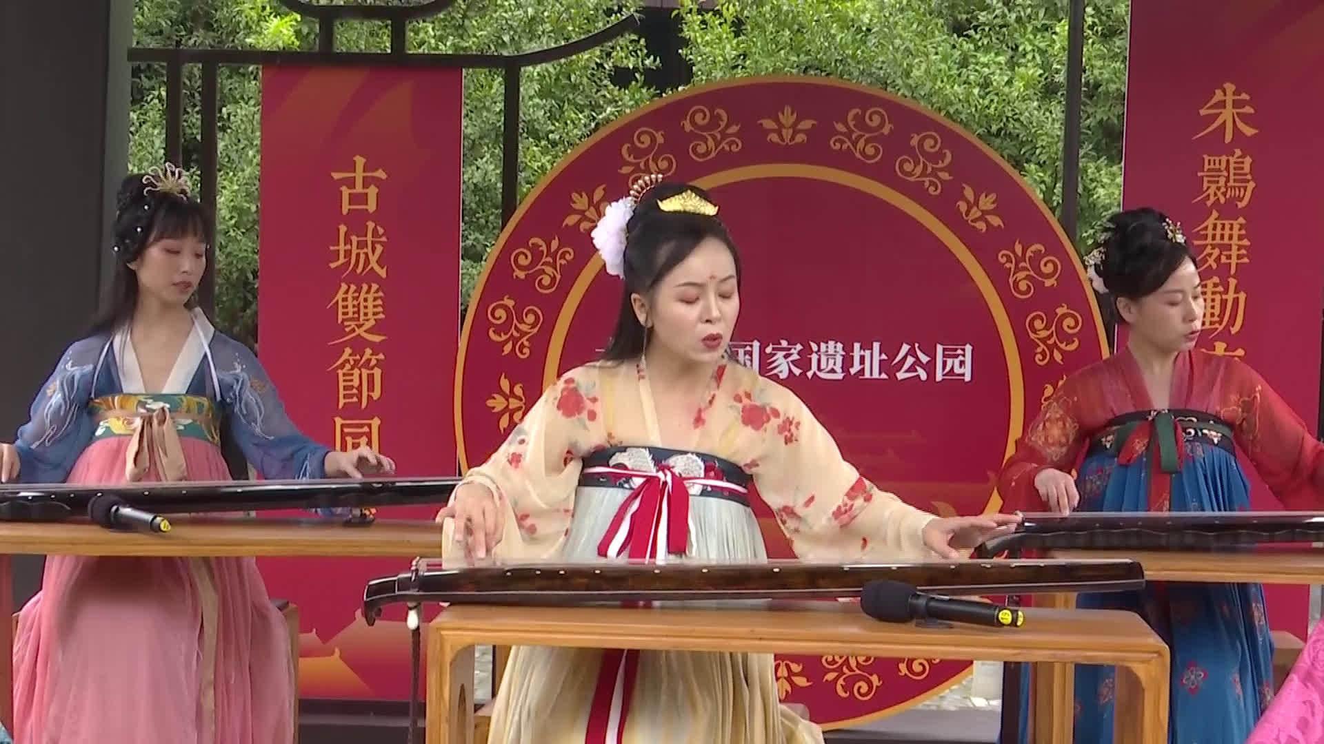 9月25日,曲江新区管委会和未央区人民政府联合举办的古城双节同庆……
