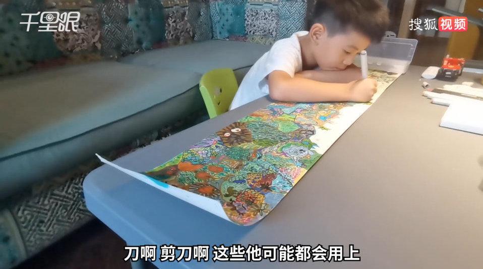 6岁萌娃涂鸦趣味高考画 妈妈直呼:小朋友的世界太难懂