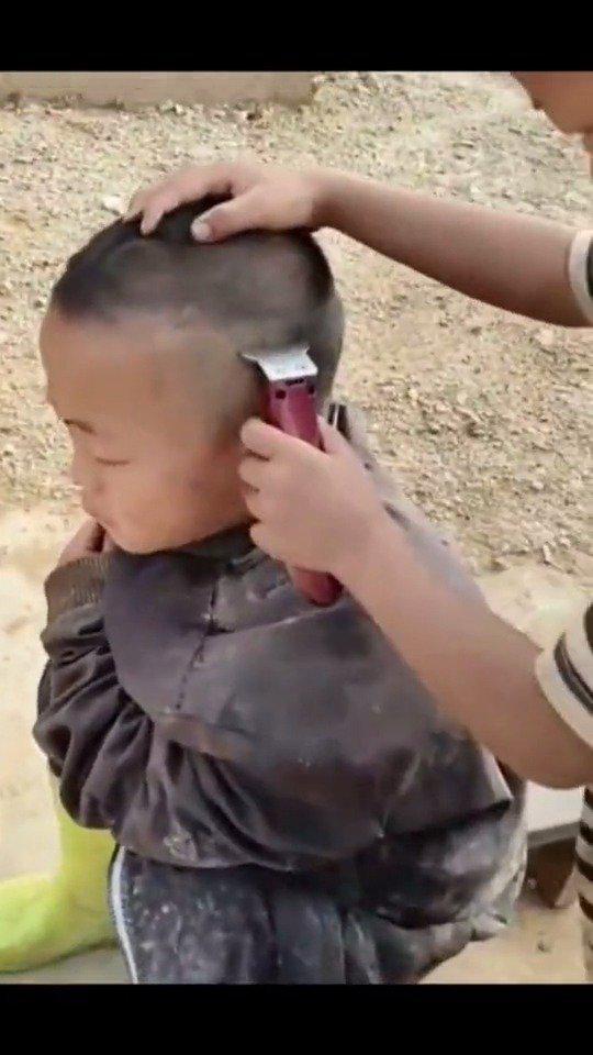 这孩子以后肯定高考满分,然后父亲报考了蓝翔技校美容美发专业