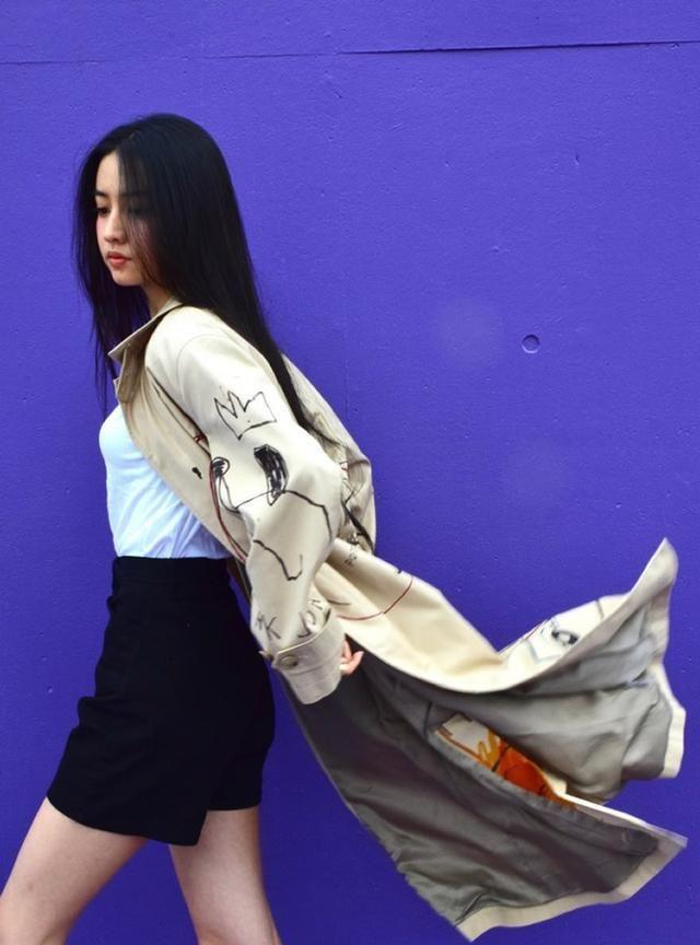 秋风起穿风衣,木村光希文咏珊的卡其色风衣穿得都美,飘逸有风度