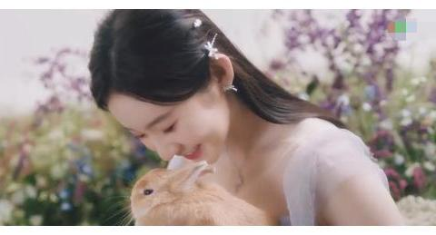"""硬糖少女303新歌MV曝光,成员齐跳""""广场舞"""",肢体僵硬美感全无"""