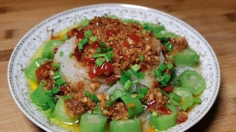 丝瓜百吃不厌的做法,一切一蒸就能上桌,鲜嫩好吃,怎么吃都不腻