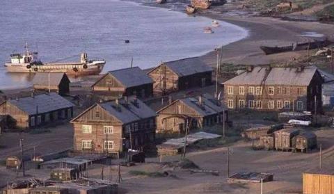 被大自然报复的小镇:曾捕鱼月入20万,如今每天都被黄沙覆盖