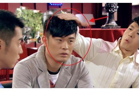 爱情公寓:曾小贤不介意被摸成鸡窝头?看到胡一菲的脚,真相了