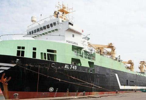 荷兰一最大的捕鱼船,耗资4个亿打造,一网可以打捞300吨鱼类!
