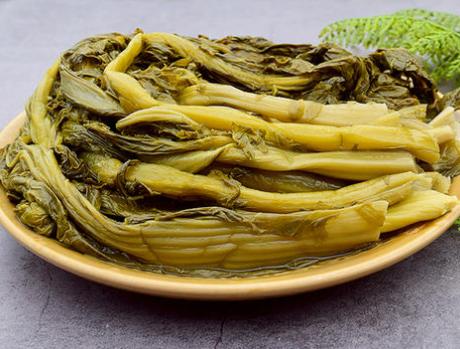 每年秋天,我家要腌一罐酸菜,不发霉不长毛,吃一年也不坏