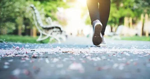 世界步行日:健步走越快越好吗?这个心率公式你要知道