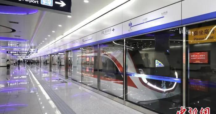 北京大兴机场线日客运量超3万人次 全新编组提升服务