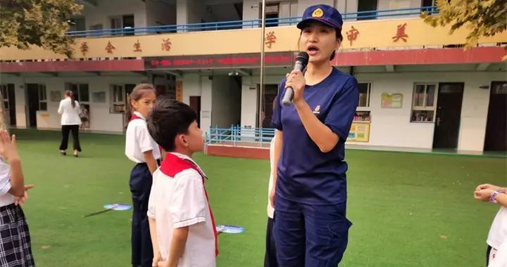 邯郸开元小学组织全体师生聆听消防安全公开课