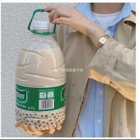 """""""秋天的第一杯奶茶""""喝了吗?医生:喝多了不仅会胖还可能痛风"""