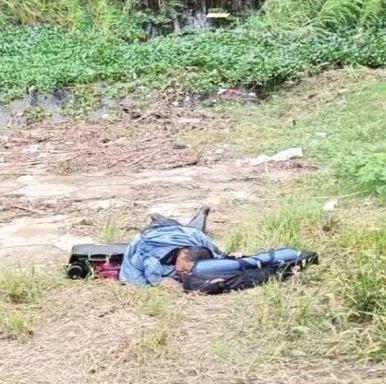 湖南52岁男子跳洞庭湖勇救落水女,被水草绊住险些遇险,上岸时已累瘫