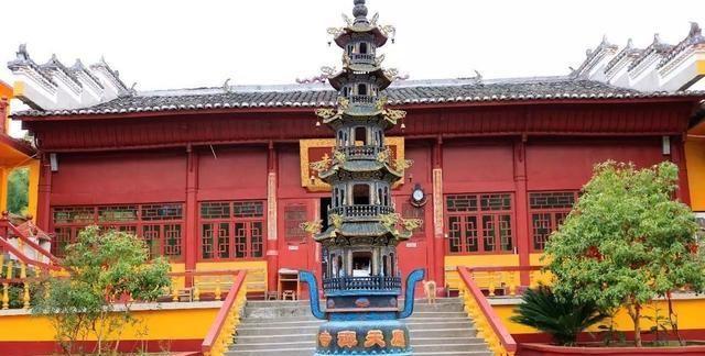 江西上饶这座古寺,供奉着历史唯一的十万户侯,已有二千多年历史