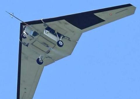 伊朗无人机出名了,突破美军航母层层防御圈,拍下甲板高清照