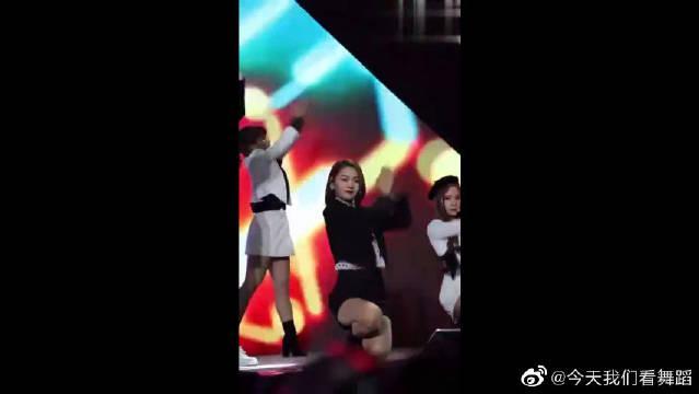 《火箭少女》来了,段奥娟《月亮警察》舞蹈直拍,进步真的好大!