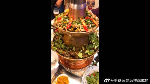 超香双层麻辣香锅,牛蛙和羊蝎子,超好吃,又辣又香超过瘾!